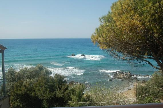 'Pelekas beach - view from our room's balcony at Sun Rock hostel' - Corfù